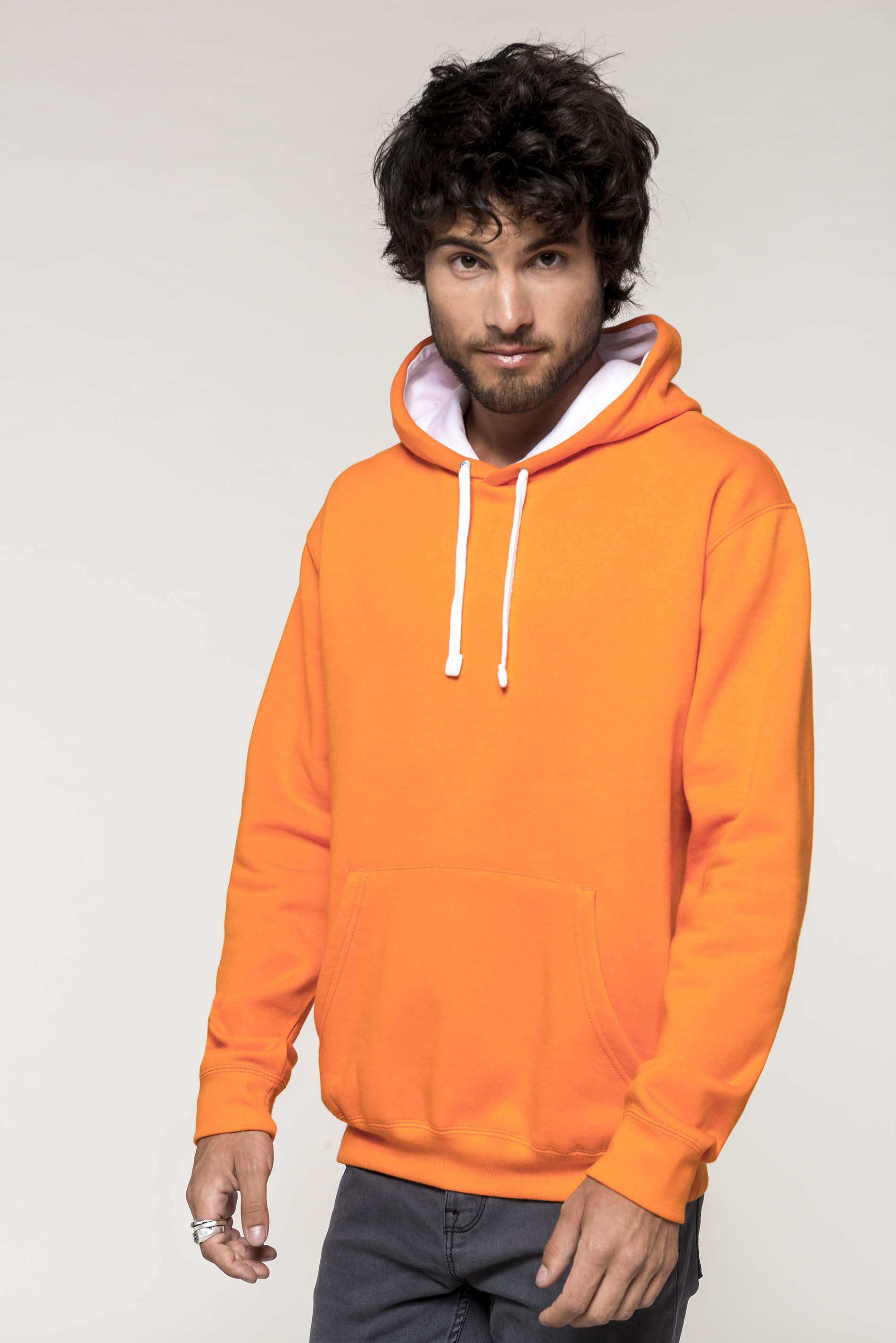 Sweat-shirt à capuche contrastée